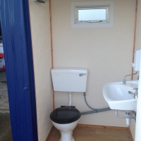 Mains 4 x 4 Toilet interior